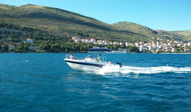 Rent a boat Poseidon BlueWater 540 - Split