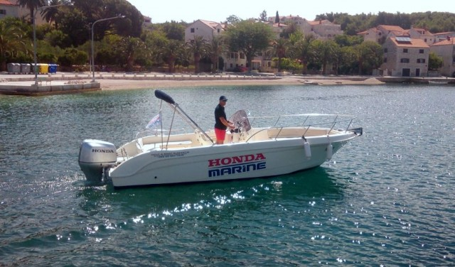 Rent a boat Saver 690 open   - Sumartin (Brac)