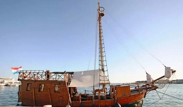 Pirate ship panoramic tour or sunset tour