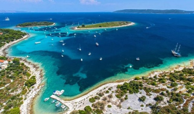 Blue Lagoon (Solta) - day tour from Split / Trogir
