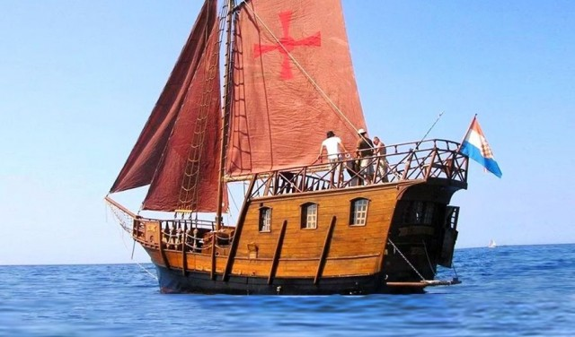 Half-day pirate ship tour from Split