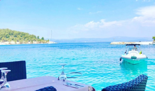 Blue lagoon, island Solta and island Brac private boat tour from Split