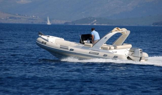 Rent a boat Shark 23 - Sumartin (Brac)